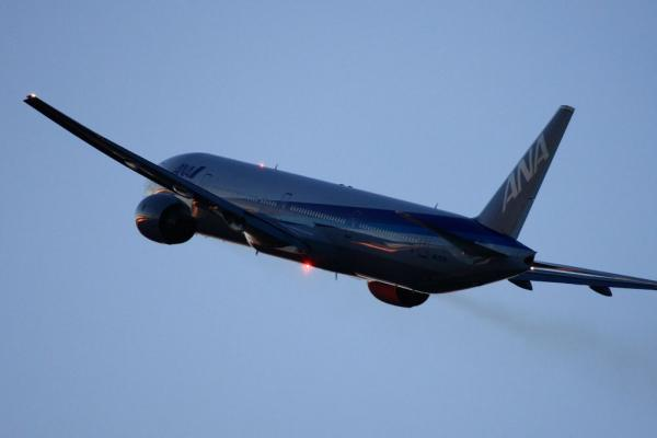 ANA B777-381 ANA38@リサイクルセンター周辺(by 40D with EF100-400/4.5-5.6L IS)