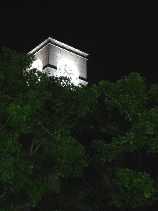 伊丹市生涯学習センター時計台@業務スーパー伊丹市役所前店駐車場(by IXY DIGITAL 910IS)