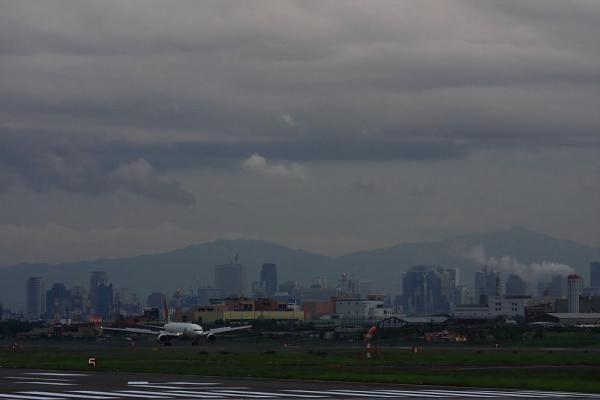 今夕のエアフロントオアシスからの眺め&JAL B777-246 JAL131@エアフロントオアシス(by 40D with EF100-400/4.5-5.6L IS)