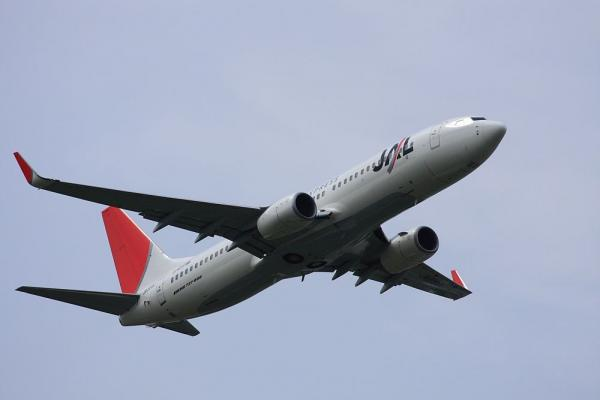 JEX B737-846 JAL2181@エアフロントオアシス(by 40D with EF100-400/4.5-5.6L IS)