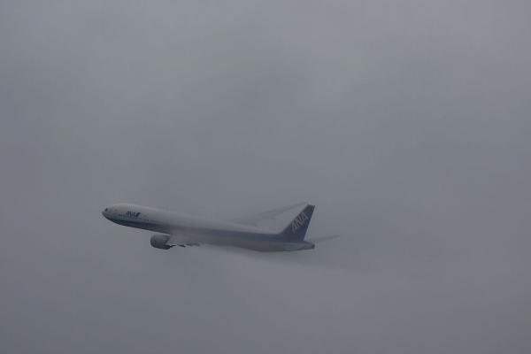 ANA B777-381 ANA18@エアフロントオアシス(by 40D with EF100-400/4.5-5.6L IS)