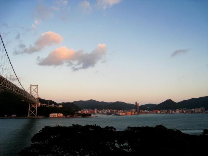 下関から見た門司港の街@中国道壇ノ浦SA(by IXY DIGITAL 910IS)