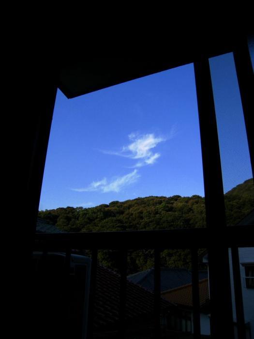 寝起きに見た朝の空@実家(by IXY DIGITAL 910IS)