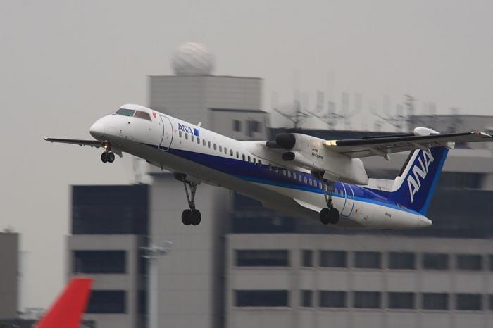 ANA DHC-8-Q400 ANA1603@RWY14Rエンド猪名川土手(by 40D with SIGMA APO300/2.8EX+APO TC2x)