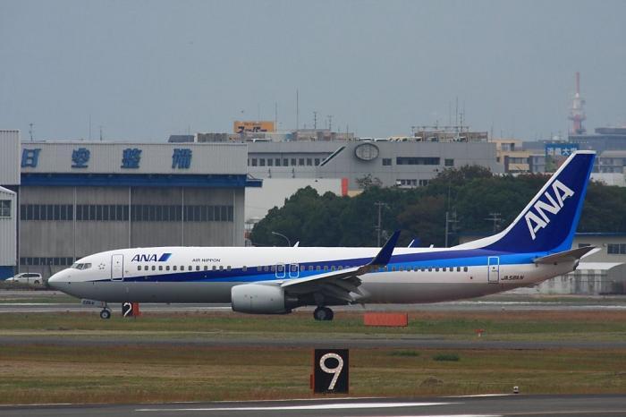 ANA B737-881 ANA162 JA58AN@RWY14Rエンド猪名川土手(by 40D with SIGMA APO300/2.8EX+APO TC2x)