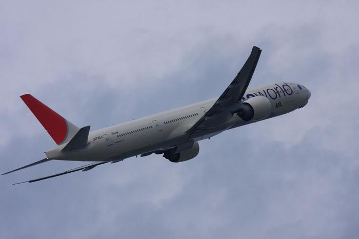 JAL B777-346ER JAL3002@エアフロントオアシス(by 40D with EF100-400/4.5-5.6L IS)