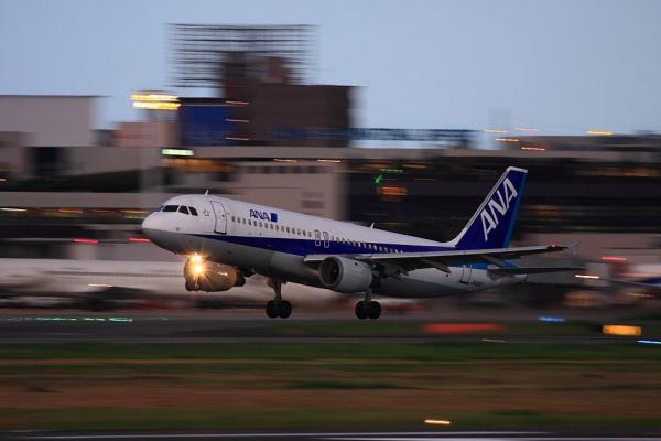 ANA A320-211 ANA519@RWY14Rエンド猪名川土手(by 40D with EF100-400/4.5-5.6L IS)