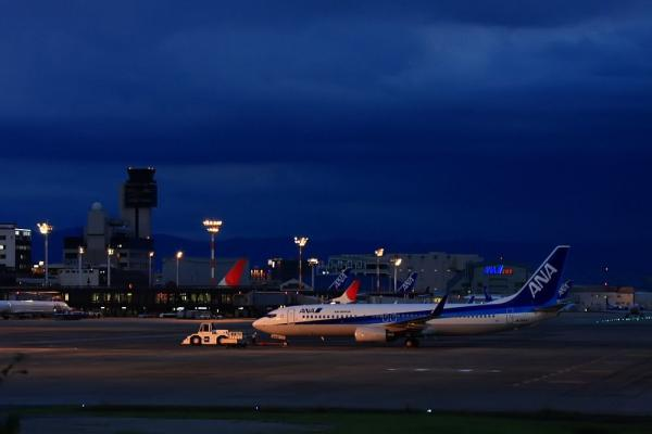 ANA B737-881 JA55AN@エアフロントオアシス(by 40D with EF100-400/4.5-5.6L IS)
