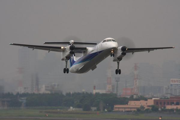 ANA DHC8-Q400 ANA1639@エアフロントオアシス(by 40D with SIGMA APO300/2.8EX+APO TC2x)
