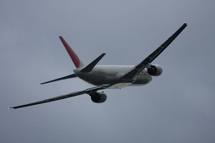 JAL B777-246 JAL128@@エアフロントオアシス(by 40D with EF100-400/4.5-5.6L IS)