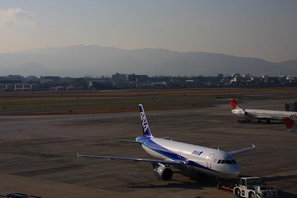 ANA A320 NH547@ラ・ソーラ(by 40D with SIGMA 18-50)