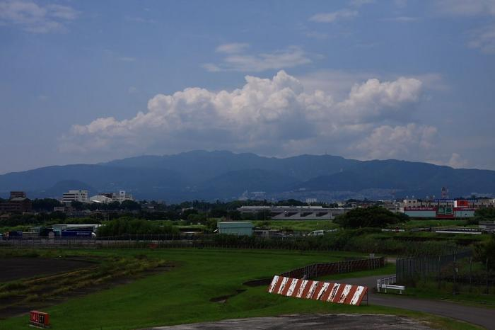 昼間の六甲山方面の景色@下河原緑地展望台(by 40D with SIGMA 18-50/2.8EX)