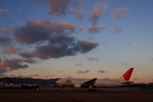 JAL B777-246 NH125@スカイランドHARADA(by 40D with SIGMA 18-50)