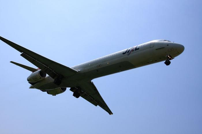 JAL MD-90 JAL3914@千里川土手(by 40D with SIGMA 18-50/2.8EX)