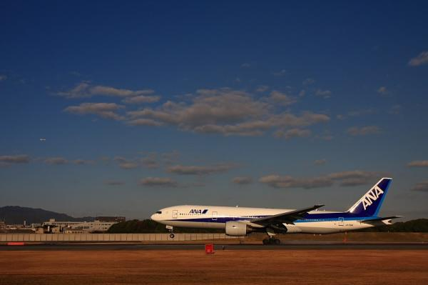 ANA B777-281 NH27@スカイランドHARADA(by 40D with SIGMA 18-50)