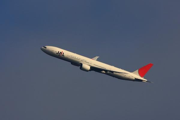JAL B777-346ER JL3002@自宅2階(by 40D with EF100-400)
