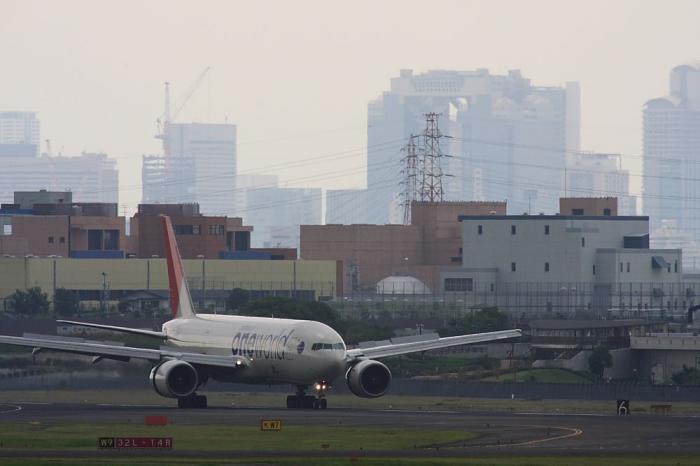 JAL B777-246 JAL107@エアフロントオアシス(by 40D with SIGMA APO300/2.8EX+APO TC2x)