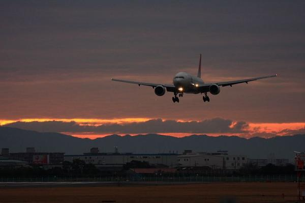 JAL B777-246 JL101@原田(by 40D with EF100-400)