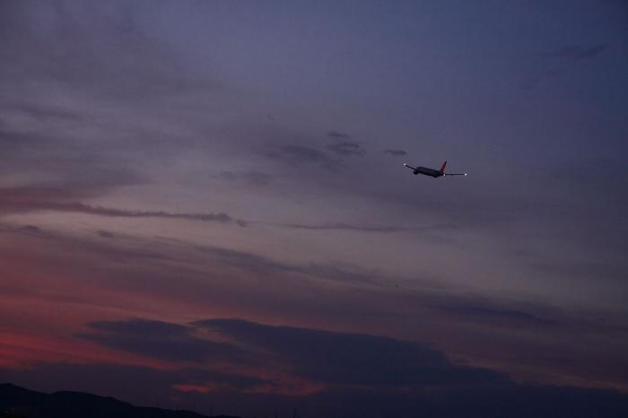 JAL B777-246 JAL130@リサイクルセンター周辺(by 40D with SIGMA 18-50/2.8EX)