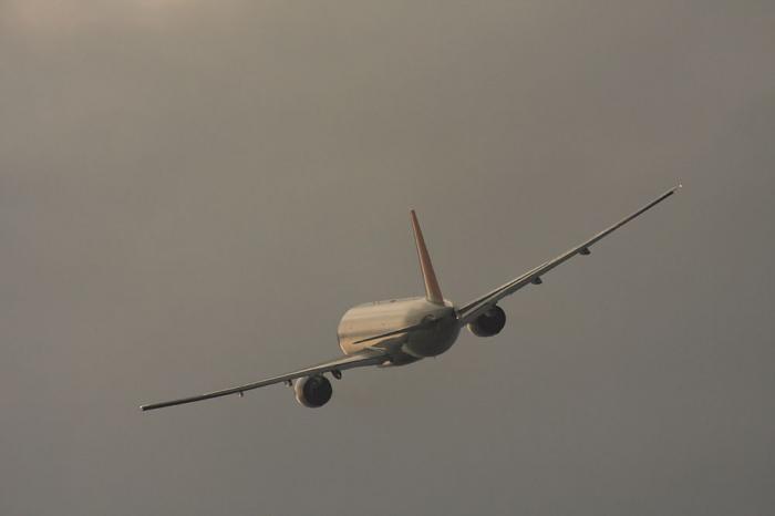 JAL B777-246 JAL128@エアフロントオアシス(by 40D with SIGMA APO300/2.8EX+APO TC2x)