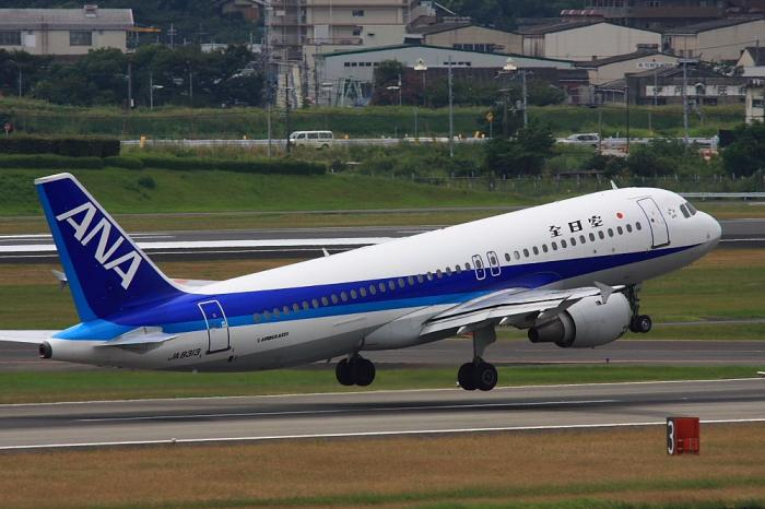 ANA A320-211 ANA775@ラ・ソーラ(by 40D with SIGMA APO300/2.8EX+APO TC1.4x)