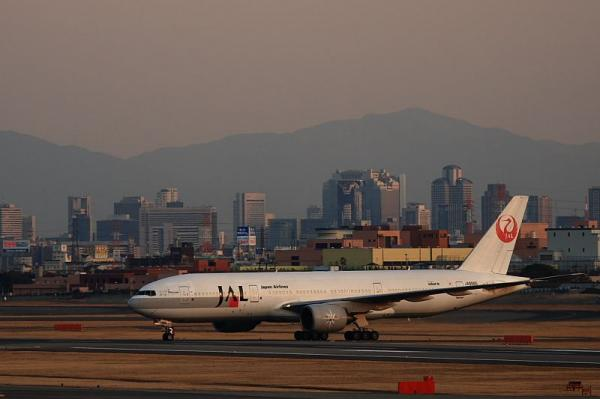 去年の今日・JAL B777-246 StarJet Procyon@エアフロントオアシス(by KDX with EF100-400)