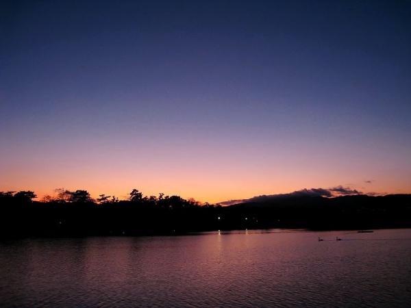 昆陽池からの夕景・残照の空(by IXY DIGITAL 910IS)