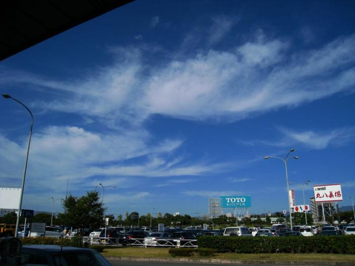 昼下がりの空@福岡空港第3ターミナル前(by IXY DIGITAL 910IS)