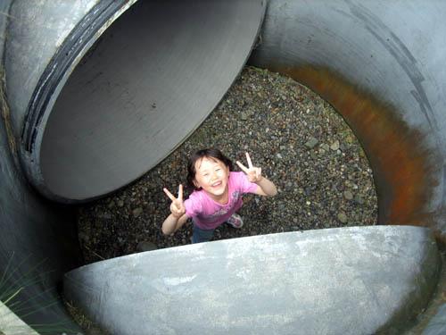 土管のトンネル迷路で大はしゃぎ