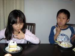 ケーキ食べてる時が1番静かだ
