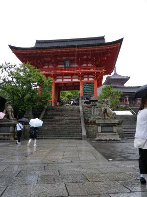 雨の清水寺