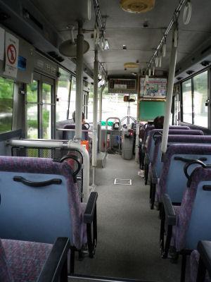 田舎のバスはすいている。
