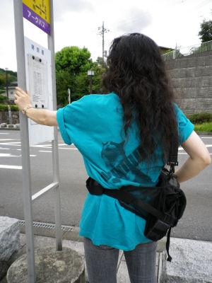 バス停でむちT