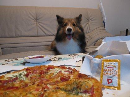 今夜はピ~ッザを食すでつよ♪