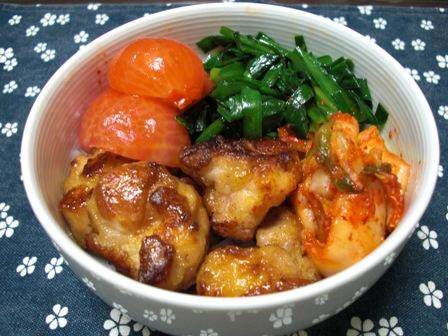 ニラ鶏キムチ丼