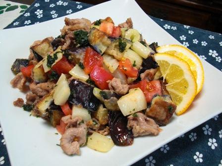 揚げ夏野菜と豚肉のサラダみたいな