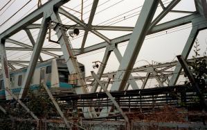 鉄橋を渡る京浜東北線
