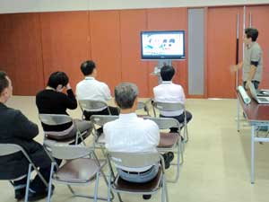 琉球新報社試写会の様子(2012年)