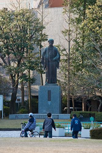 岡倉天心の像