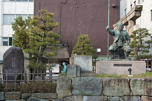 柴田勝家の像