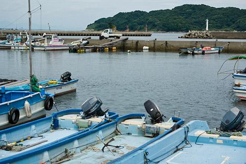 島の港風景