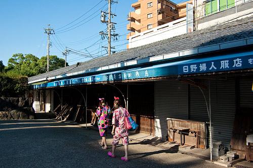 境内の外の古い商店
