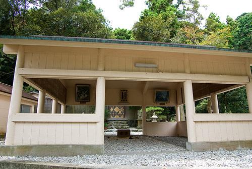 屋根付き拝殿