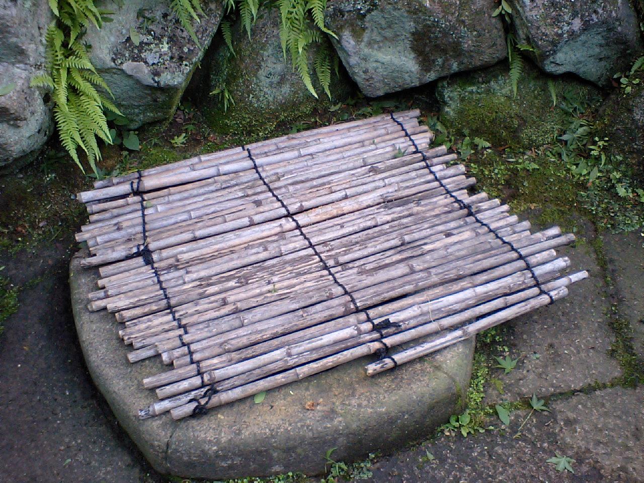 汐の湯 中庭 源泉井