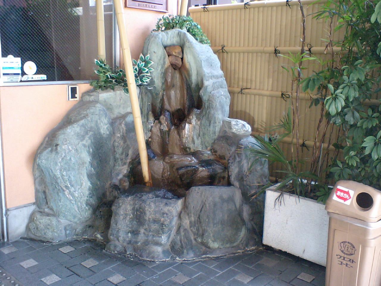 あさひ温泉 玄関のモニュメント