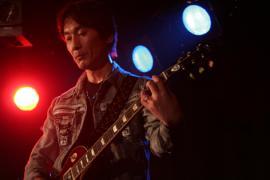 ジャイローズギター1