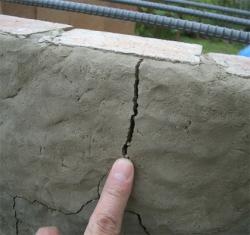 下段燃焼室外側の割れアップ