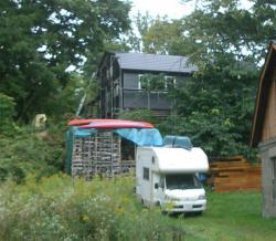 師匠宅の薪の山
