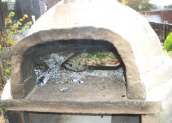 窯の中のピザ