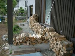 乾燥中の薪2